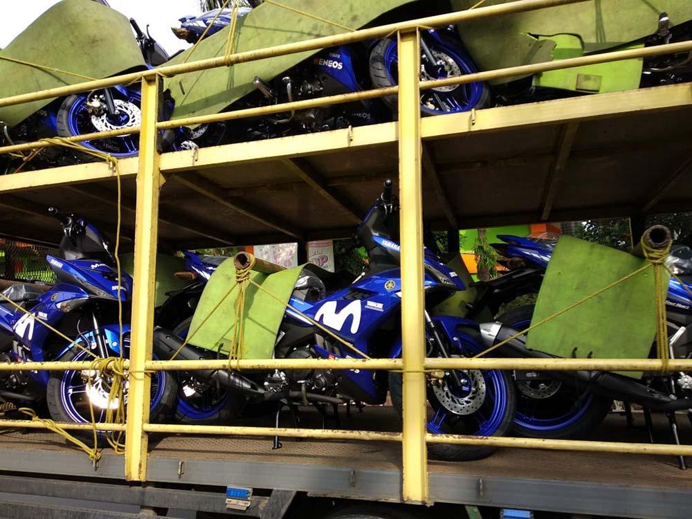 Jupiter MX King 2019 Livery MotoGP Movistar diangkut truk ekspedisi