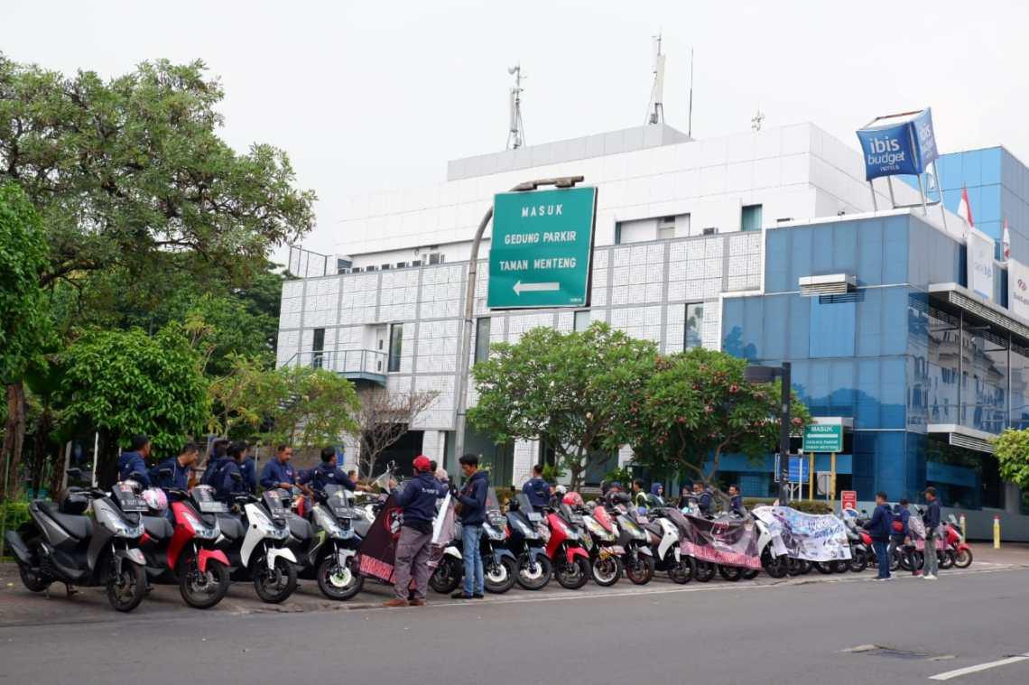 Komunitas Yamaha Lexi Community Indonesia (YLCI) berkumpul
