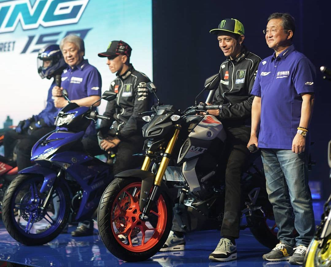Valentino Rossi menunggangi Yamaha MT-15
