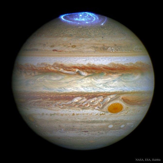 Questa immagine ha l'attributo alt vuoto; il nome del file è JupiterAurora_Hubble_960_APOD.jpg