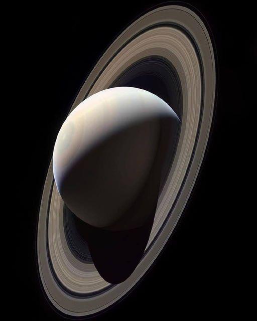 Questa immagine ha l'attributo alt vuoto; il nome del file è Saturno_diagonale.jpg