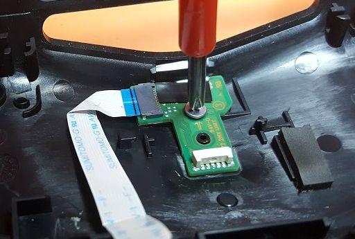 Come riparare la porta micro usb di un controller ps4 - Riparare porta usb ...