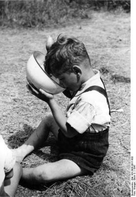 Illus- Erich O. Krueger So klappt es besser! Ferienplatz Schloßpark Charlottenburg in Berlin 1947.