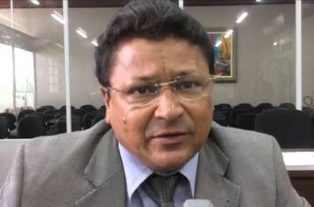 Armando Costa pede limpeza de canal no Coroado