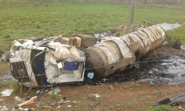Acidente com caminhão-tanque deixou uma pessoa morta e um prejuízo ambiental no interior do estado
