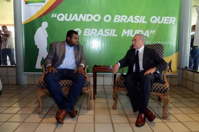 Fábio Câmara dialoga com o presidente nacional do PMDB, Michel Temer, durante evento em São Luís