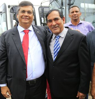 Prefeito Josemar com o governador Flávio Dino durante a inspeção dos ônibus da Linha Expressa Metropolitana