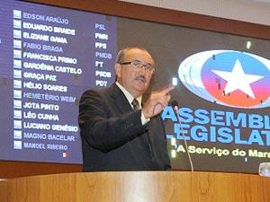 Deputado César Pires (DEM) em pronunciamento na Assembleia Legislativa (Foto: Racciele Olivas/Agência AL)