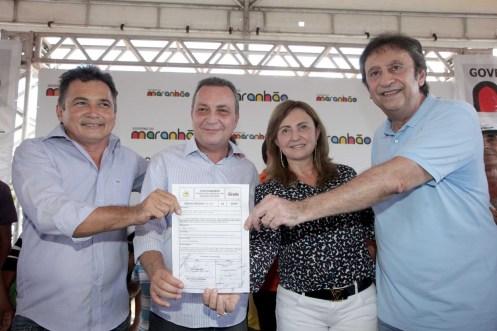 Foto 2 Luis Fernando assina ordem de Servico da Estrada Coroata Vargem Grande foto Geraldo Furtado