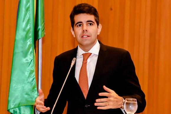 Deputado estadual Adriano Sarney (PV) alerta professores e professoras sobre reajuste salarial