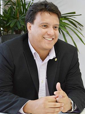 Secretário de Educação Felipe Camarão