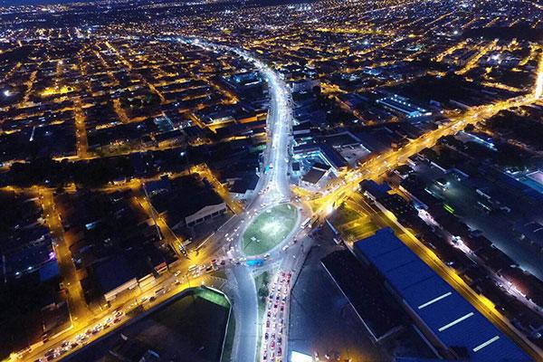 Vista aérea da avenida Jerônimo de Albuquerque que recebeu nova e moderna iluminação em LED