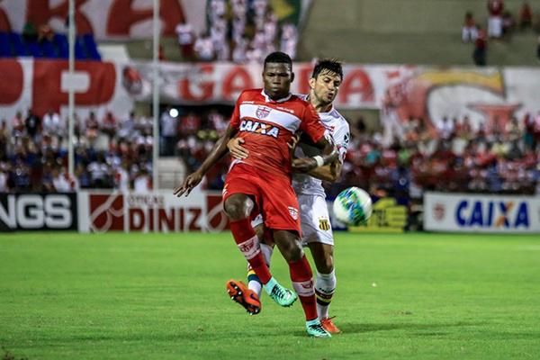 Sampaio abre o placar, mas sofre a virada e perde para o CRB, no Rei Pelé, em Maceió