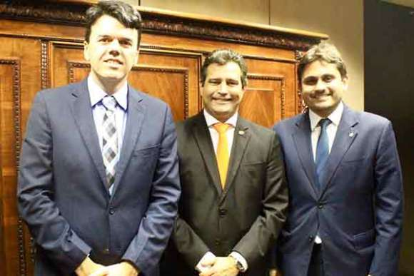 O presidente da Emap, Ted Lago, o ministro Maurício Quintella e deputado federal Juscelino Filho