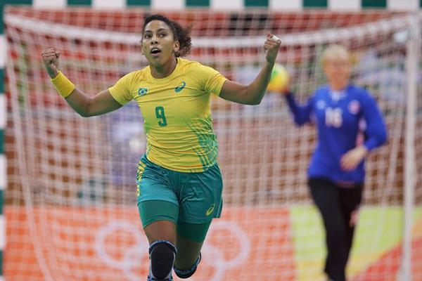 Maranhense Ana Paula marcou 12 gols na vitória por 31 a 28 contra a Noruega