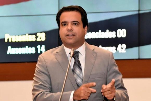 Edilázio cobra de Flávio Dino o reajuste de 11,36% a professores da rede estadual