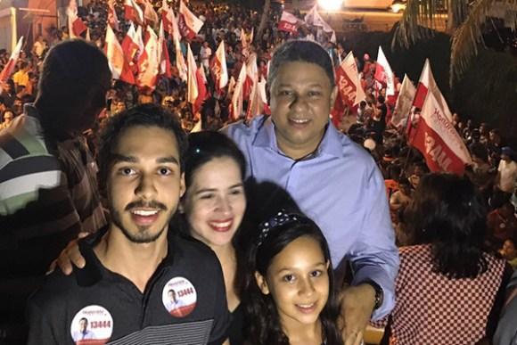 Ao lado da família, o Vereador Honorato Fernandes lança candidatura à reeição em grande ato político no Turu