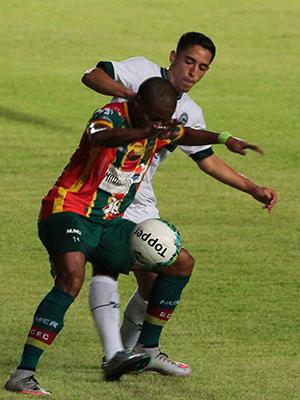 Sampaio e Goiás empatam por 0 a 0, no Castelão