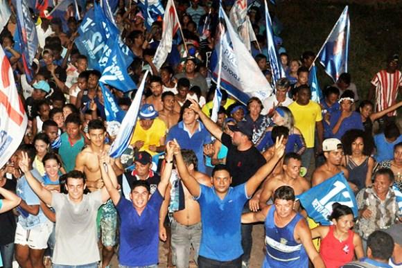 Milhares de pessoas participaram do ato político em apoio a Beto Pixuta