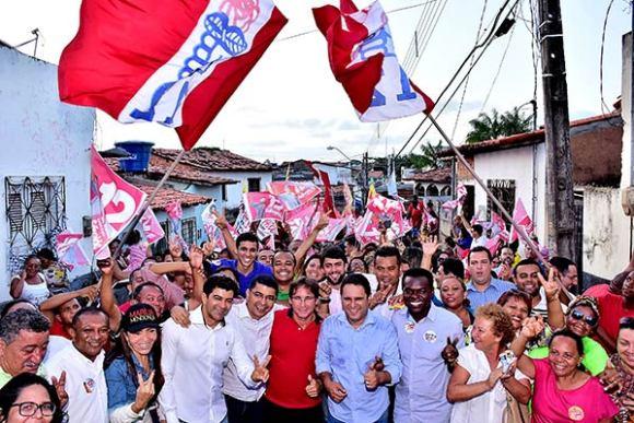 """Caminhada """"Todos com Edivaldo"""" inicia arrancada final da campanha no Barés"""