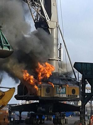 Guindaste pega fogo no Porto do Itaqui