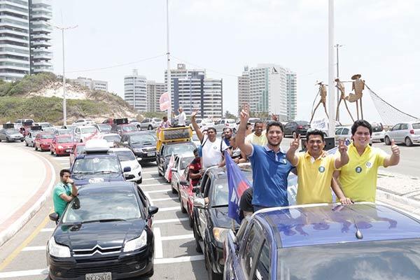 Wellington recebe apoio da população durante grande carreata pelos bairros de São Luís