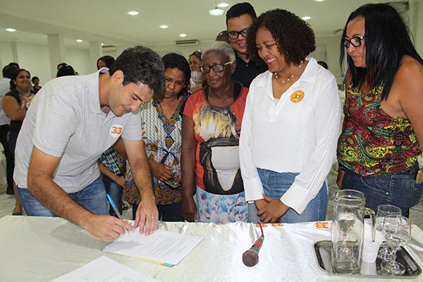 Eduardo Braide assina termo de compromisso com escolas comunitárias