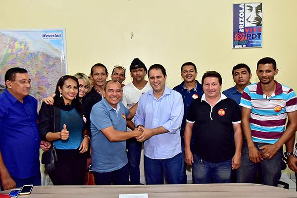 Edivaldo recebe apoio do vereador Genival Alves e 22 membros do PRTB