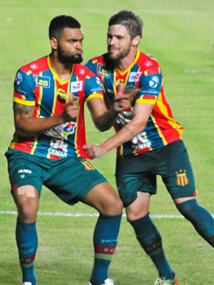 Atacante do Sampaio Thiago Santos