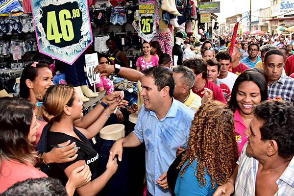 Mesmo após a campanha, Edivaldo segue ritmo intenso nas ruas ebairros de São Luís