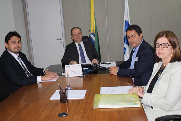 Ministro Riucardo Barros recebe o prefeito edivaldo Holanda Júnior e a secretária Helena Duailibe
