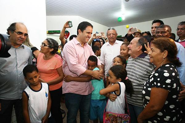 Edivaldo foi recebido com carinho durante a entrega de três escolas que foram recuperadas