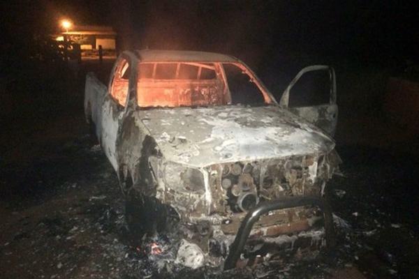 Durante a ação, um veículo usado pelos bandidos foi completamente consumido pelo fogo