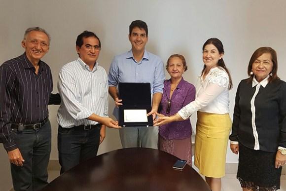 Deputado Eduardo Braide recebe homenagem da APAE em São Luís