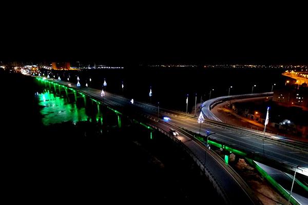 Prefeitura ilumina ponte Bandeira Tribuzzi de verde em solidariedade à Chapecoense
