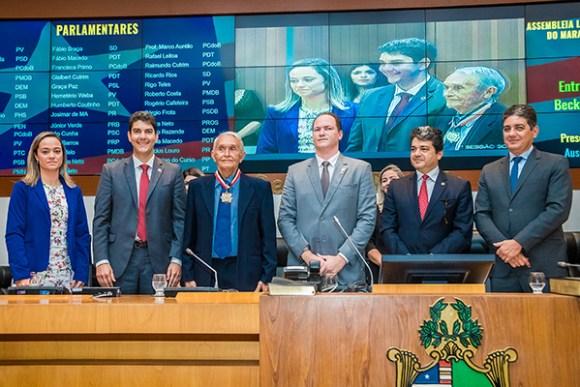 Por requerimento de Eduardo Braide, AL concede medalha 'Manuel Beckman' ao Professor Dimas