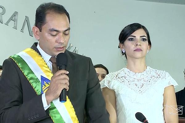 Prefeito Assis Ramos assume e promete criatividade, tolerância e discernimento