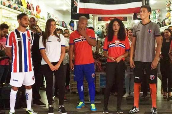 Novo uniforme atleticano foi lançado em uma loja de material esportivo na Rua Grande