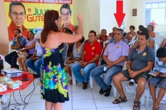 Em outra foto, Jean Carlos participa de um encontro no comitê de campanha