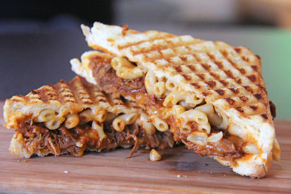 Pulled pork Mac & cheese grilled cheese