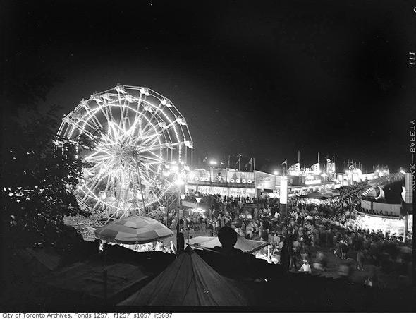 20111026-midway-cne-night-1952-f1257_s1057_it5687.jpg