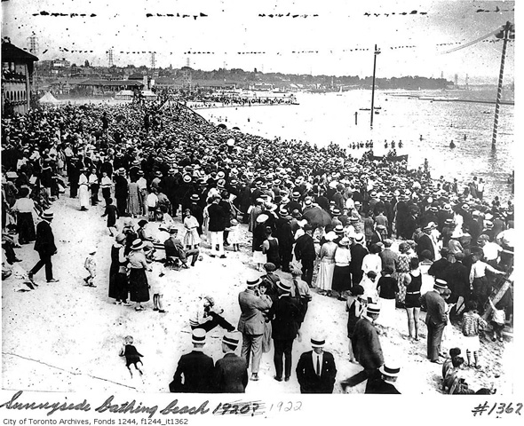 2012417-sunnyside-crowd-1920-f1244_it1362.jpg