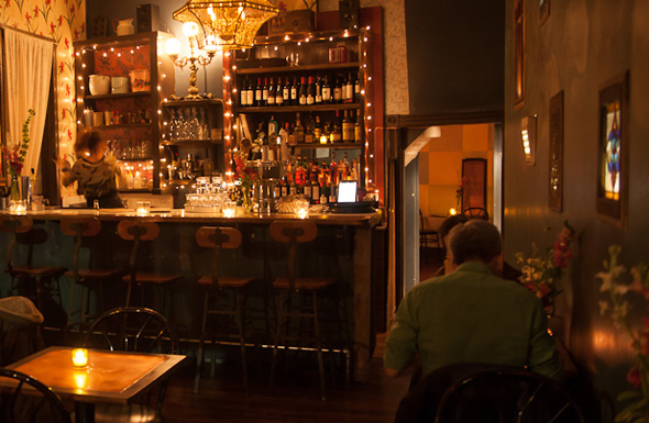 10 bars to read at in Toronto