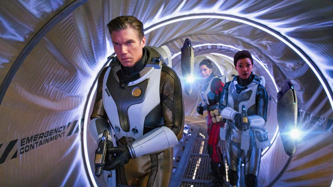 Captain Pike (Anson Mount), Specialist Burnham (Sonequa Martin-Green) and Commander Nhan (Rachael Ancheril) are soon up their necks in danger (c) CBS