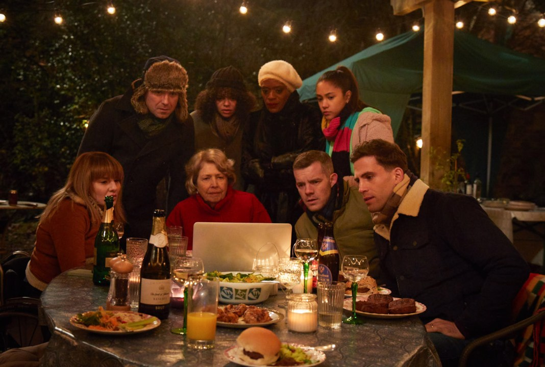 Years and Years - Ep 1 - Rosie (RUTH MADELEY), Stephen (RORY KINNEAR), Muriel (ANNE REID), Bethany (LYDIA WEST), Celeste (T'NIA MILLER), Ruby (JADE ALLEYNE), Daniel (RUSSELL TOVEY), Ralph (DINO FETSCHER) - (C) Red Production - Photographer: Guy Farrow