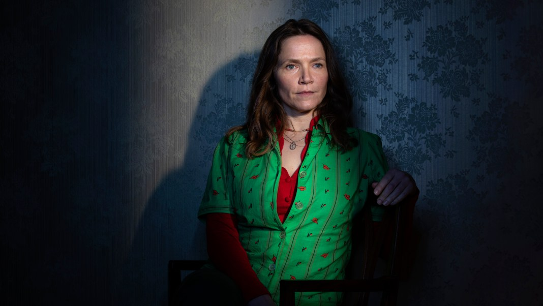 Years and Years - Edith (JESSICA HYNES) - (C) Red Productions - Photographer: Guy Farrow
