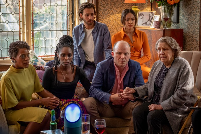 Years and Years - Episode 6 - Celeste (T'NIA MILLER), Fran (SHARON DUNCAN-BREWSTER), Viktor (MAXIM BALDRY), Stephen (RORY KINNEAR), Ruby (JADE ALLEYNE), Muriel (ANNE REID) - (C) Red Productions - Photographer: Matt Squire