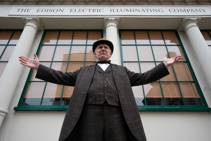Doctor Who S12E04 - Nikola Telsa's Night of Terror - Thomas Edison (ROBERT GLENISTER) - (C) BBC - Photographer: Ben Blackall