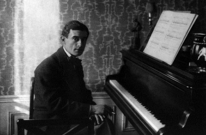 Maurice_Ravel_au_piano_1912
