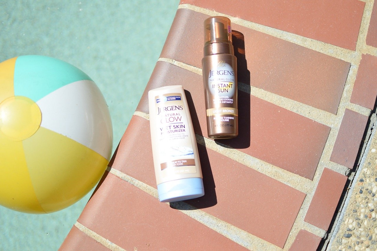 Sunless tanning with Jergens Natural Glow!